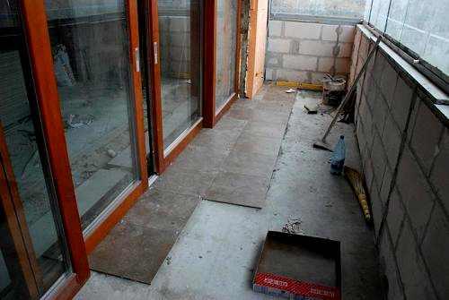 Утеплить пол на балконе под плитку