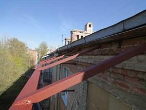 Фото: Изготовление крыши над балконом последнего этажа