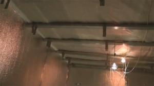 Фото: Крепление металлических подвесов выполнено